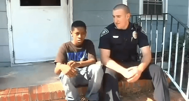 El oficial no evitó quedar en shock al ver cómo vivía el niño de 13 años.