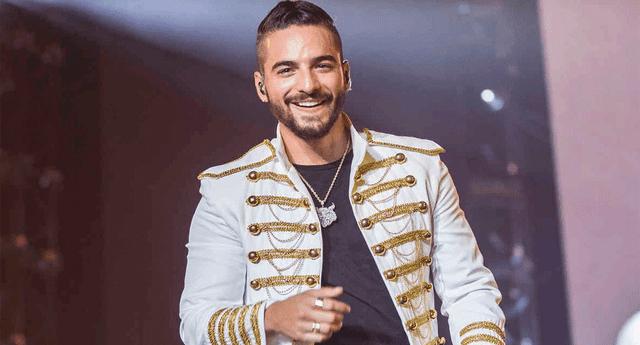 El cantante dio más de un beso en un concierto benéfico