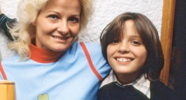 Su tía abuela lo acusa de no buscar a su madre desaparecida.