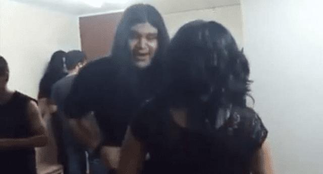 Peculiar baile de metaleros se volvió viral.