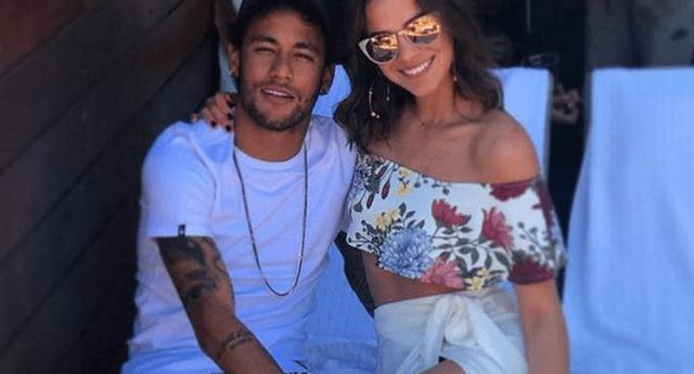 Neymar se luce muy enamorado.