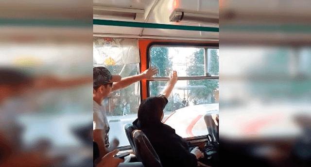 Dos pasajeros de un bus en Rusia protagonizaron una incansable pelea que se hizo viral en las redes