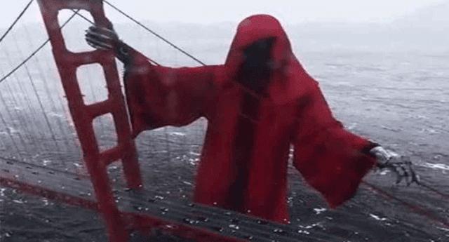 """Un espeluznante video de la supuesta aparición de """"la muerte"""" en puente de California aterró a miles de internautas"""