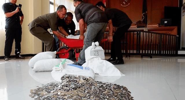 Indonesio indicó que que necesitó la ayuda de su familia y de sus amigos para reunir el dinero de la pensión.