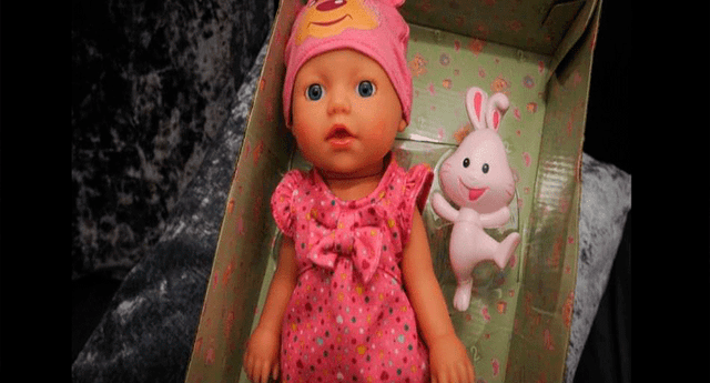La muñeca pertenece a la empresa Argos y las autoridades de la institución ya investigan el caso.