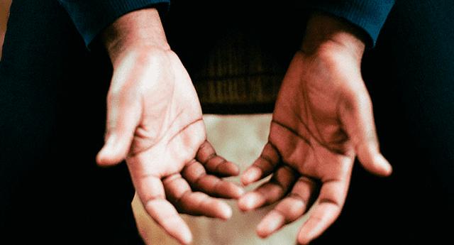 Estudio determinó que si una mujer tiene los dedos anular e índice (2D:4D) de longitud diferente, es más probable que esta sea lesbiana o bisexual.