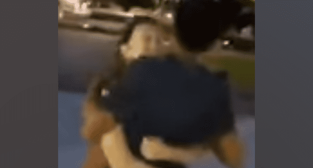 Mujer es captada por su novio siendo infiel y le suplica perdón.