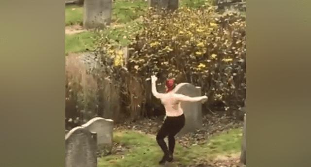 """Chica sin brasier hace polémico baile a los muertos y defiende su """"arte abstracto""""."""