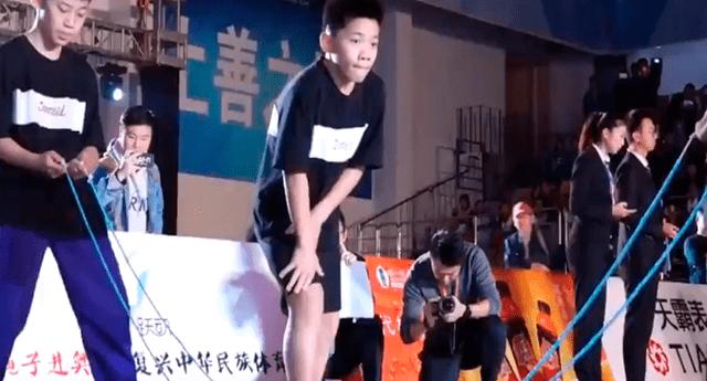 Huang Junkai,de 13 años, logró romper su propio Récord Guinness al saltar 136 veces en solo 30 segundos.