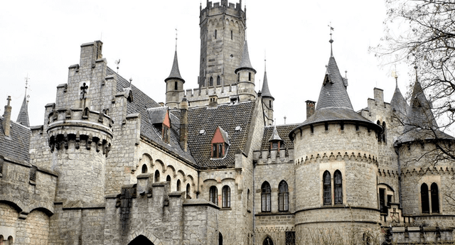 Ernesto Augusto de Hannover desconcertó a más de uno al vender elcastillo de Marienbur, ubicado en Baja Sajonia, Alemania