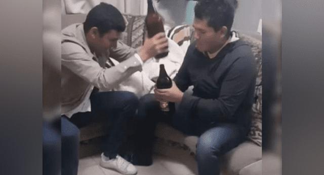 """Amigos """"ahogan sus penas"""" con cerveza, pero broma los deja en ridículo."""