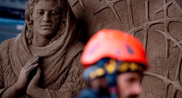 Tres artistas de distintos países crearon esta obra de arte hecha solamente de arena y agua.
