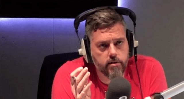 Locutor de conocido programa de Reino Unido salvó la vida de un oyente durante una conversación telefónica.