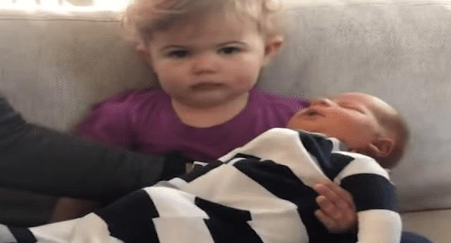 La pequeña no parecía contenta con lo que estaba pasando