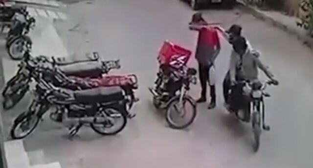 Repartidor de comida es asaltado, pero ladrones le devuelven todas sus pertenencias luego de verlo llorar  [VIDEO]