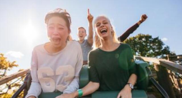 Parque de diversiones japonés prohíbe gritar en las montañas rusas para frenar el avance del coronavirus