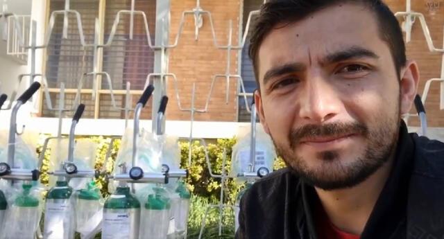 Scott Adrián Romero, más conocido como Scott Traveling en YouTube, se animó a rifar dos de sus autos ante la falta de recursos para seguir adquiriendo más balones de oxígeno medicinal./Fuente: YouTube/Scott Traveling Channel.
