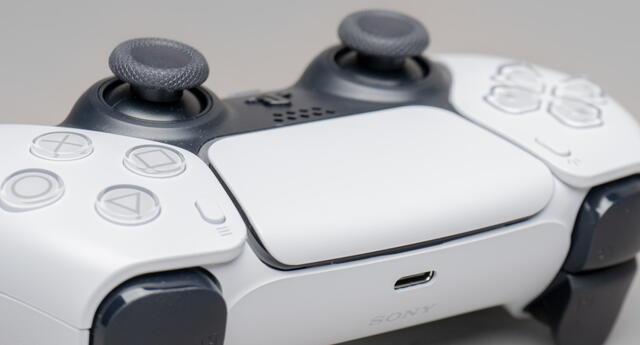 Múltiples reportes señalan que las unidades de DualSense, el control oficial de PS5, traen un desperfecto llamado drifting./Fuente: Unsplash.