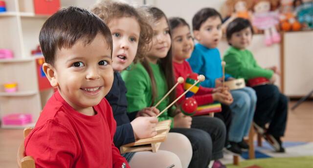 Escuela en NYC comparte guía donde recomienda no decir mamá o papá para fomentar la inclusión.