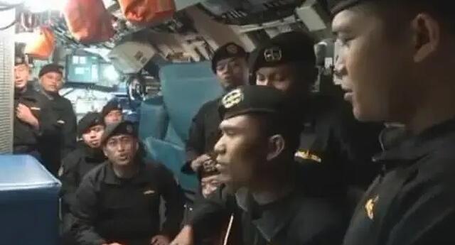 "¡Triste despedida! Se revela video de los últimos momentos de vida de náufragos cantando ""Adiós"" (VIDEO)"