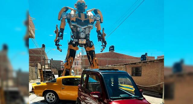 Hombre de 60 años construye un BumbleBee de 7 metros de alto y sorprende a fans