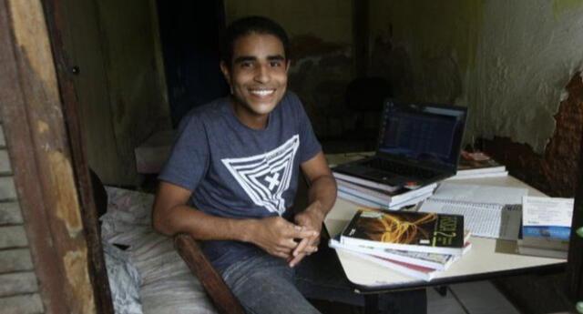 Joven de escasos recursos ingresó a prestigiosa universidad, estudiando por internet todo 1 año