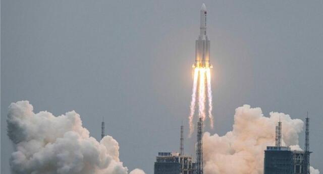 El Proyecto del Telescopio Virtual logró registrar una imagen del Long March 5b fuera de control en la órbita terrestre./Fuente: AFP.